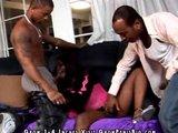 Geile Ebony Teen fickt mit zwei Schwarzen