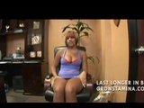 Junge Ebony Schlampe von hinten gebumst