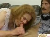 Granny fickt ihren Pfleger