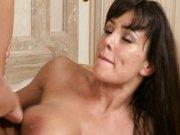 Lisa Ann fickt hart im Badezimmer